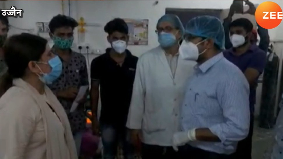 अस्पताल में एंट्री करते ही डॉक्टर पर भड़कीं कांग्रेस नेत्री, 'तमीज में रहो, वरना पता चल जाएगा मैं कौन हूं', देखें Video