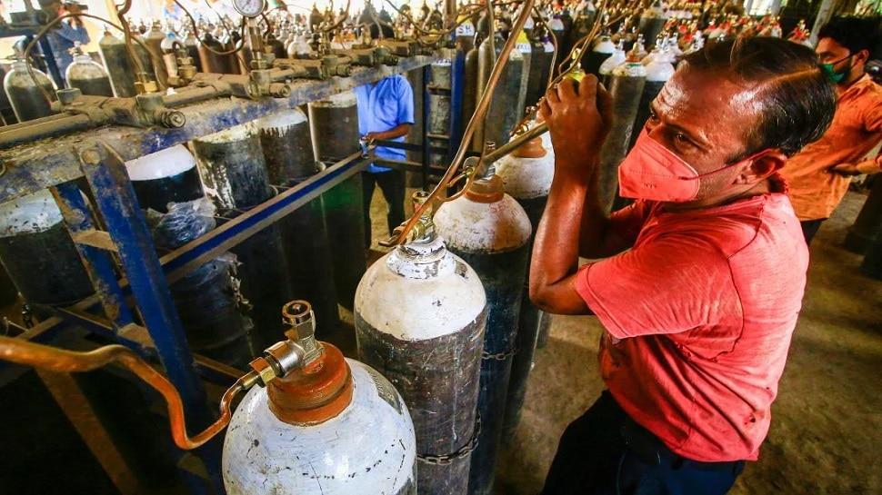 Oxygen Crisis in UP: रक्षा मंत्री राजनाथ सिंह ने भेजे 5 हजार लीटर के जम्बो ऑक्सीजन सिलेंडर, अब दूर होगी किल्लत