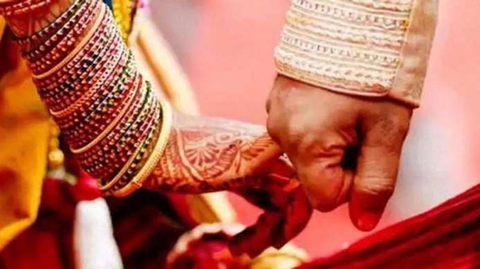 कोरोनाकाल में शादीः एक साथ दो बेटों की बजी शहनाइयां, DJ की धुन पर जमकर हुआ नाच गाना, फिर चला प्रशासन का डंडा