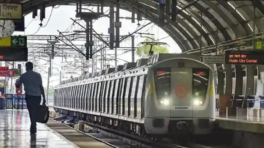 कोरोना के चलते दिल्ली में पांच मेट्रो स्टेशन में बंद की गई एंट्री