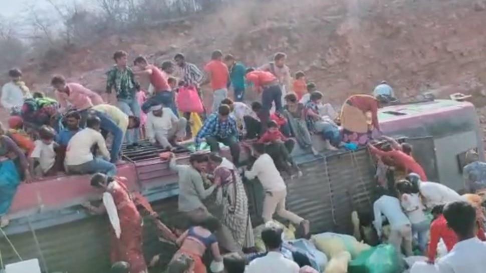 Lockdown की खबर सुन MP लौट रहे थे मजदूर और छात्र, Gwalior में पलटी बस, 3 की मौत, कई दबे