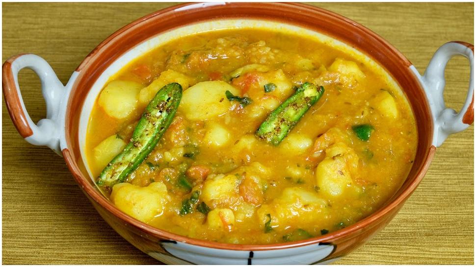 Navratri Recipe: नवरात्रि में बिना प्याज-लहसुन के बनाएं आलू की सब्जी, आएगा हलवाई वाला स्वाद