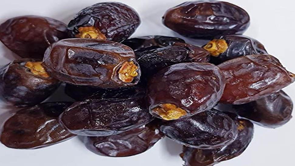 Benefits Of Dates: सोने से पहले 2 खजूर के सेवन से होंगे गजब के फायदे, जानिए
