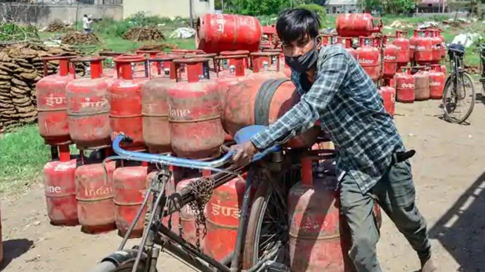 809 रुपये की LPG है बहुत महंगी! दोबारा चाहिए Subsidy तो अपनाएं ये तरीका, होगा बड़ा फायदा