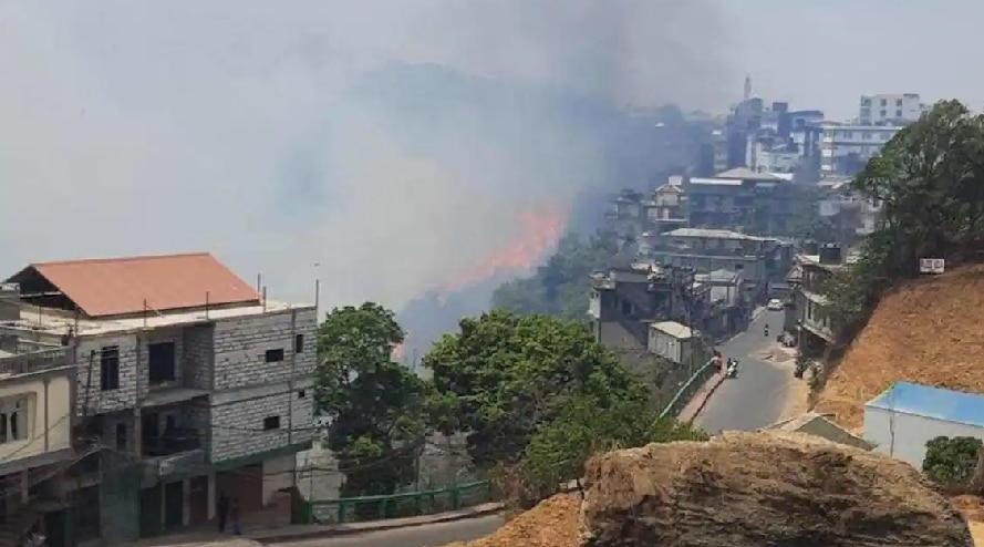 मिजोरम के जंगलों में लगी भीषण आग शहर तक पहुंची, मदद को पहुंचे वायुसेना के हेलीकॉप्टर