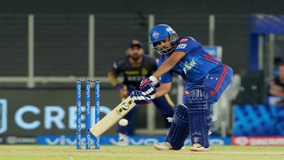 IPL 2021: Prithvi Shaw ने उड़ाए Shivam Mavi के होश, एक ओवर में जड़ दिए 4,4,4,4,4,4
