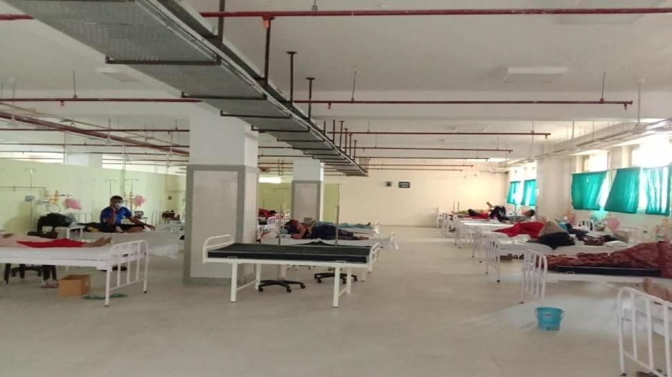 लापरवाहीः कोरोना महामारी में लोगों को नहीं मिल रहे बेड, अस्पताल ने जश्न मनाने के लिए रोके रखे मरीज
