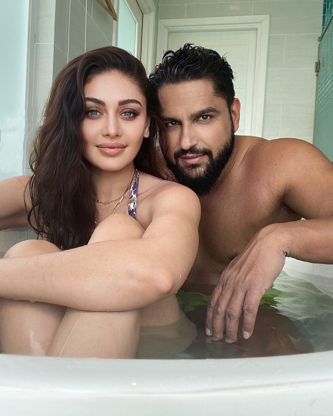 Shefali jariwala and parag tyagi photo