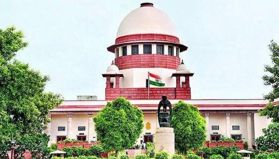 Oxygen Crisis: दिल्ली HC के तौहीने अदालत नोटिस पर रोक, SC की केंद्र को कल तक की मोहलत