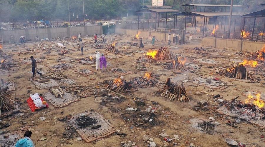 Corona In Delhi: श्मशान घाट पर जलती चिताओं से इलाके में खौफ, घर छोड़कर दूसरी जगह जा रहे लोग