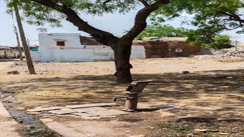 इस गांव में हो रही थीं बेधड़क शादियां, अब लगभग हर घर में सर्दी, खांसी के मरीज
