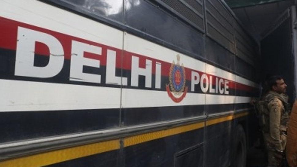 Corona: ऑक्सीजन सिलेंडर के नाम पर Fire Extinguisher बेचने का खेल, दिल्ली पुलिस कर रही है भंडाफोड़