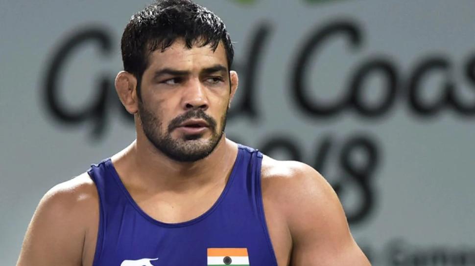 मर्डर केस में फंसते जा रहे हैं ओलंपिक विजेता Sushil Kumar, कई दिनों से फरार, परिवार से हुई पूछताछ