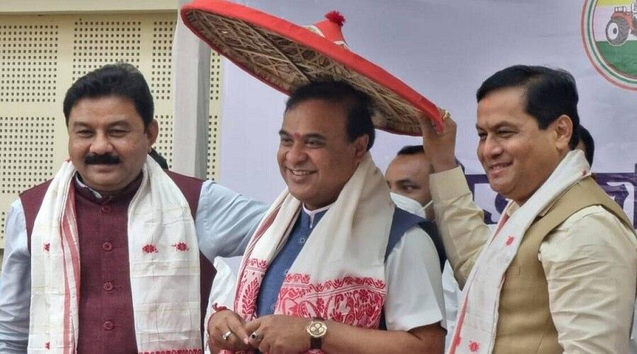 Assam: हेमंत बिस्वा सरमा ने पेश किया सरकार बनाने का दावा, कल होगा शपथ ग्रहण समारोह