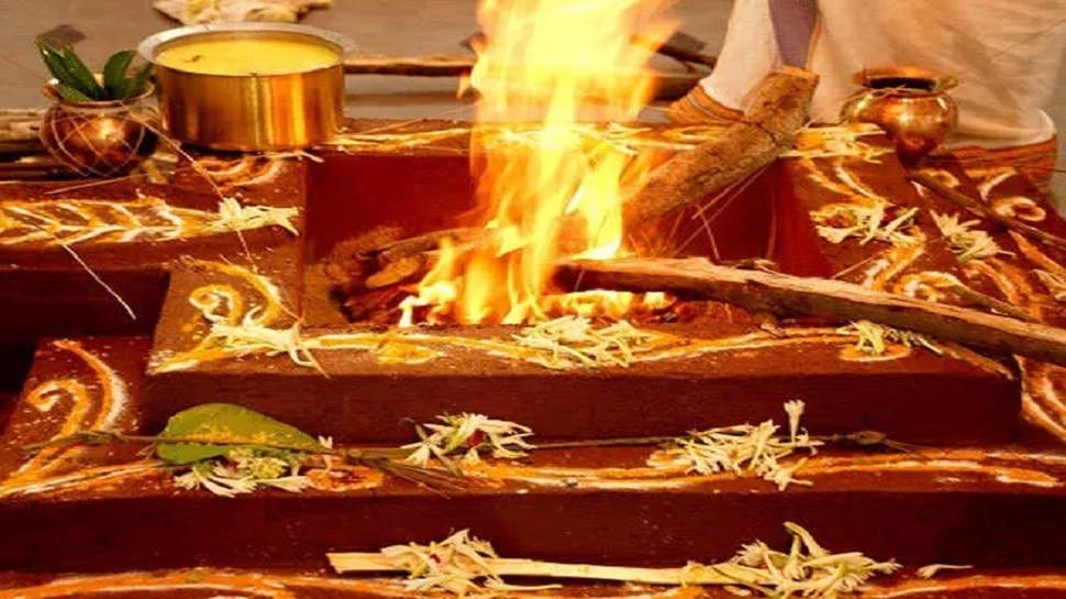 Alwar में कोरोना को नष्ट करने के लिए मंदिर में किया गया यज्ञ, पुजारी बोले-जल्द मिलेगी मुक्ति