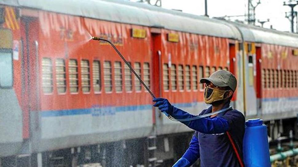 Indian Railway पर Corona का कहर, रोजाना 1000 कर्मी हो रहे संक्रमित; अब तक हो चुकी है 1952 कर्मचारियों की मौत