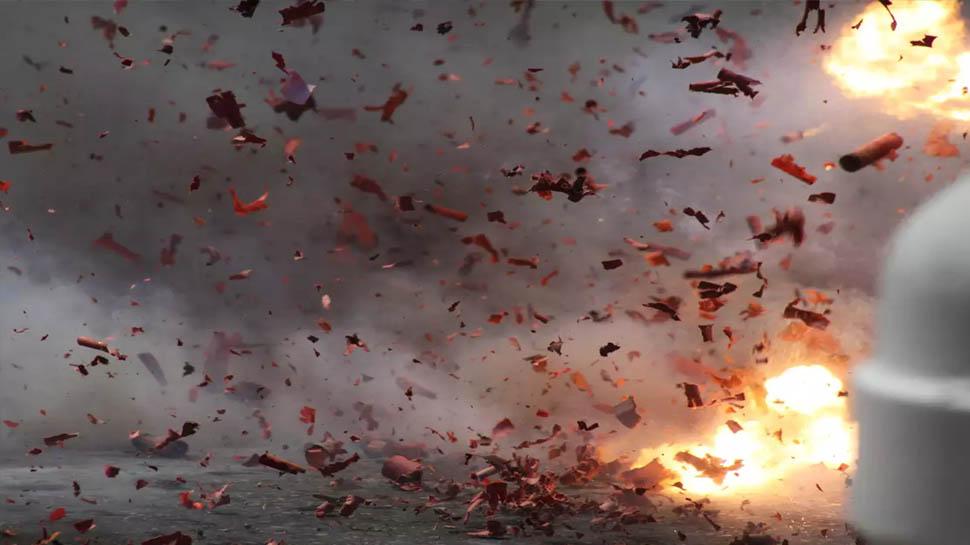 अवैध रूप से बनाए जा रहे पटाखे में विस्फोट, धमाका इतना भयंकर की छत उड़ी, तीन की मौत