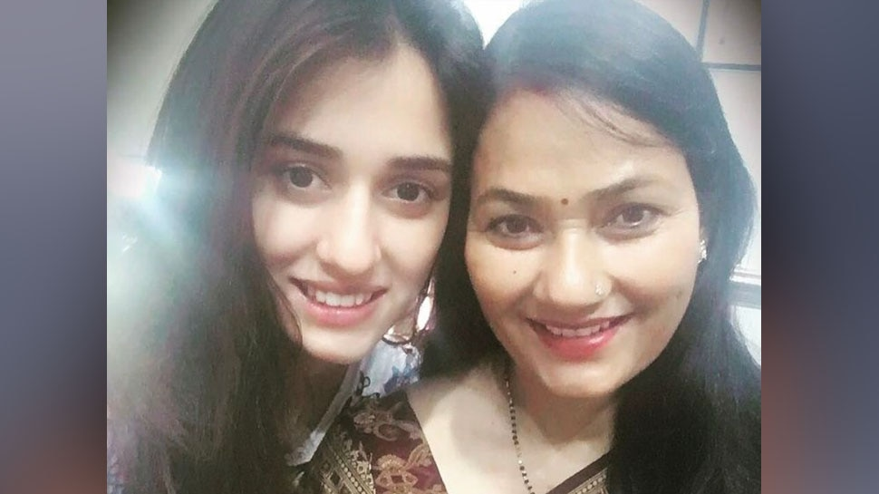 Disha Patani की मां की तस्वीरों ने इंटरनेट पर मचाया कोहराम, वायरल हुई एक्ट्रेस की पोस्ट