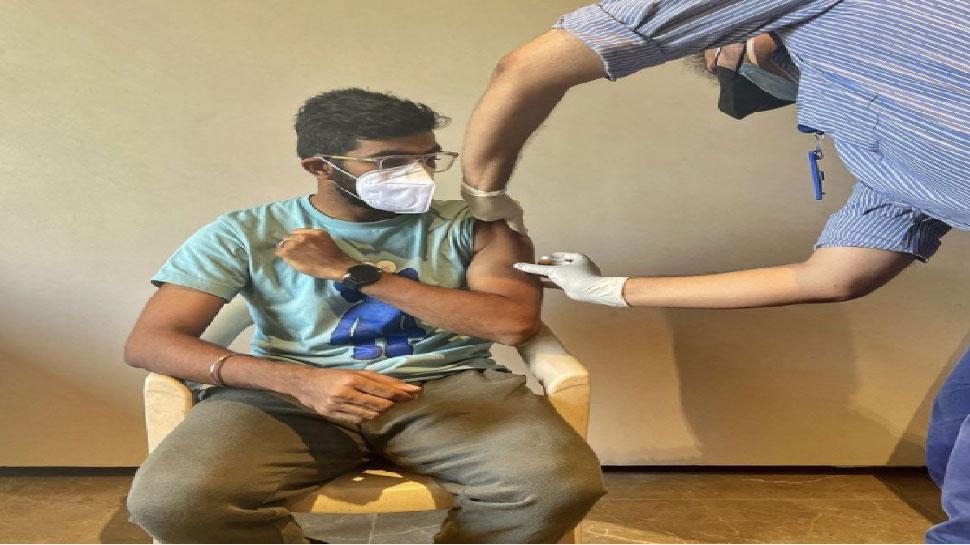 Virat Kohli के बाद Jasprit Bumrah ने भी लगवाया कोरोना का टीका, शेयर की ये फोटो