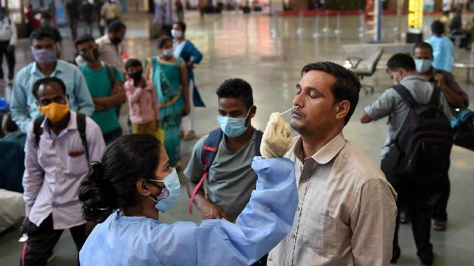 स्वास्थ्य मंत्रालय के मुताबिक मध्य प्रदेश, महाराष्ट्र सहित समेत 18 राज्यों केंद्र शासित प्रदेशों में रोजाना संक्रमण के मामलों में गिरावट देखी जा रही है.