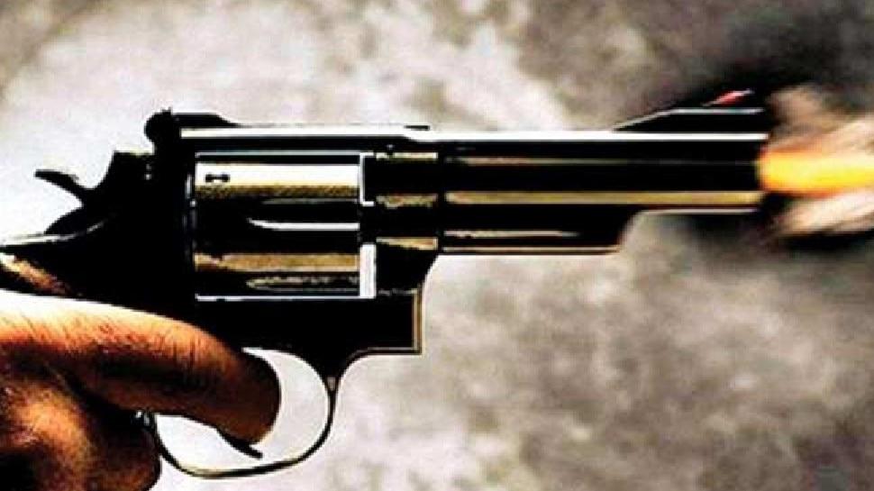 प्रेमिका ने बात करने से किया इंकार, सनकी आशिक ने घर में घुसकर मार दी गोली, जानें पूरा मामला