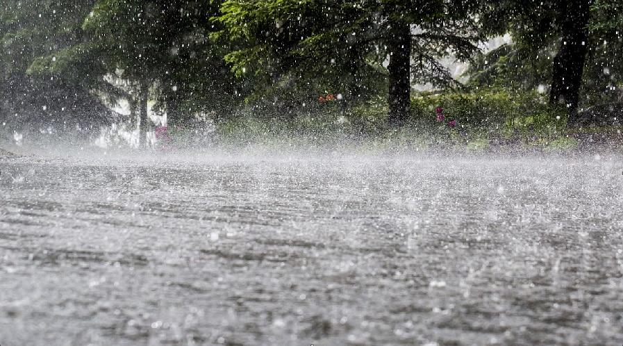 Weather Update: मौसम ने बदला रुख, देश के कई इलाकों में तेज आंधी के साथ भारी बारिश के आसार