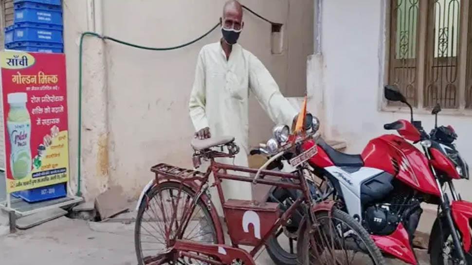 13 घंटे तक लगातार साइकिल चलाकर पत्नी के गांव पहुंचा, क्योंकि उसके अंतिम क्रियाकर्म में शामिल होना था...
