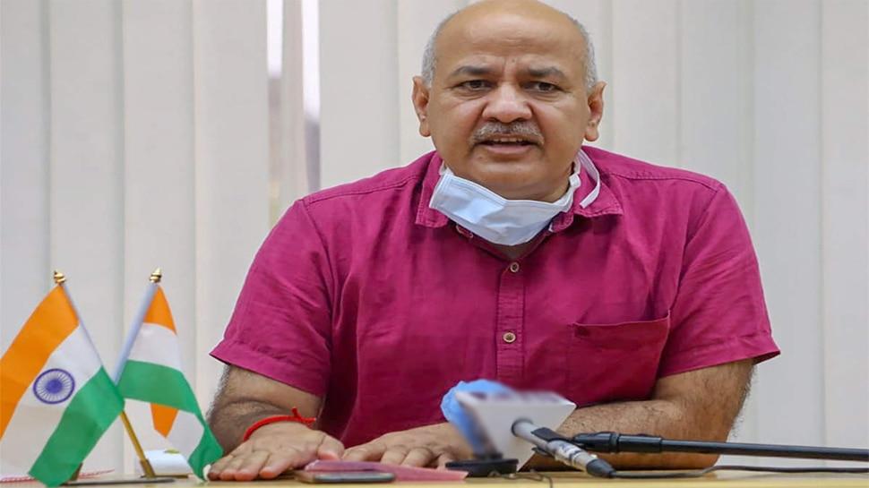 दिल्ली में Corona Vaccine की कमी पर Manish Sisodia का आरोप, कहा- सिर्फ केंद्र के निर्देश पर कंपनी दे रही टीका
