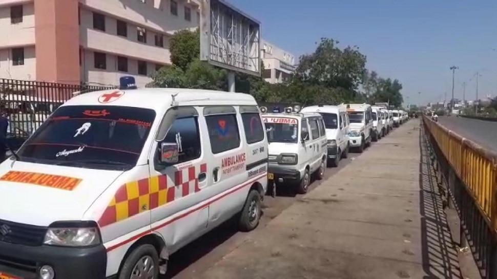 Jhalawar : एंबुलेंस संचालकों की हड़ताल, जिला अस्पताल परिसर में हुआ हंगामा