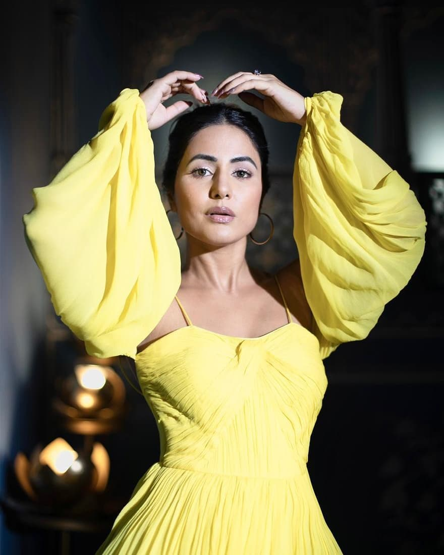 hina khan look drop-dead gorgeous in yellow outfit