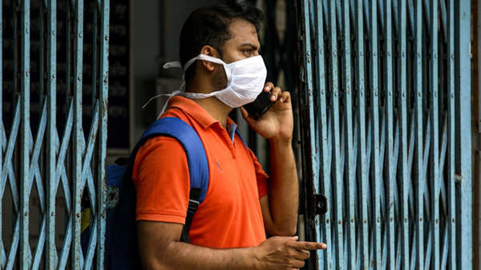कोरोना कॉलर ट्यून पर चिढ़ा Delhi High Court, कहा- वैक्सीन है नहीं तो क्यों कह रहे हैं टीका लगवा लो