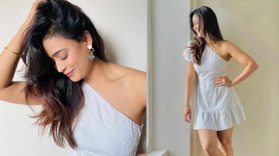 Shweta Tiwari in Short dress