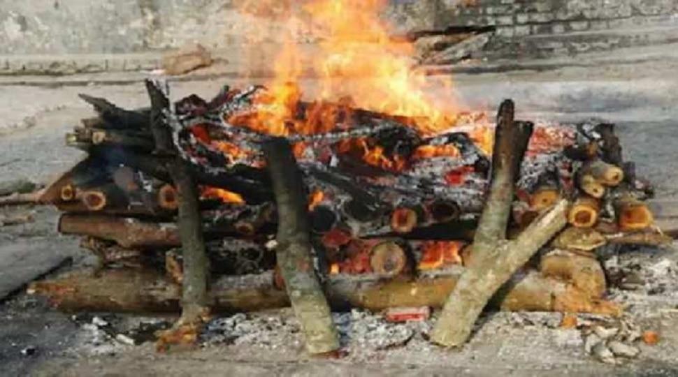बिहार के शवों का UP में दाह संस्कार पर रोक, लोग बोले- हम भी गया में नहीं होने देंगे पिंडदान
