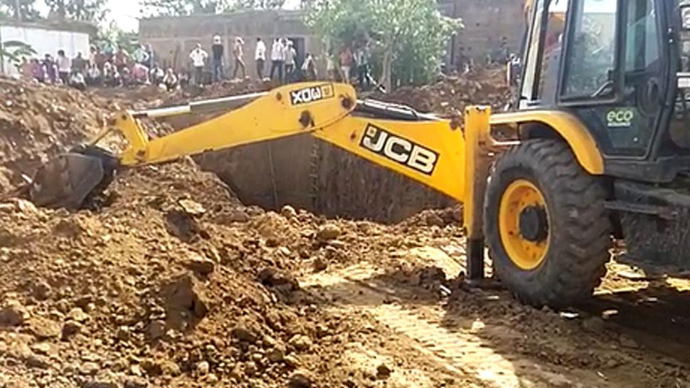 कुएं की सफाई करने उतरे थे तीन लोग, हुआ कुछ ऐसा, हो गए जिंदा दफन, 8 घंटे बाद निकाले गए शव
