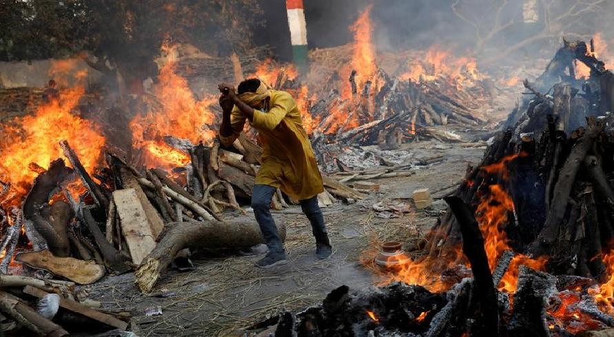 Corona in India: देश में फिर सामने आए 3 लाख से ज्यादा नए मामले, महाराष्ट्र में सबसे ज्यादा मौतें