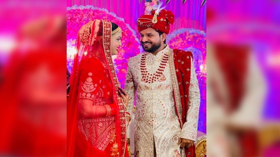भोजपुरी सुपरस्टार रितेश पांडे ने कोरोना काल में ही कर ली शादी, तस्वीरें मचा रही हैं इंटरनेट पर धूम