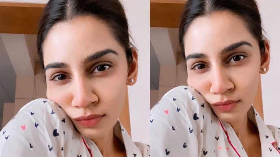 Sanjana Ganesan का Sunday Morning Look इंटरनेट पर मचा रहा है धमाल