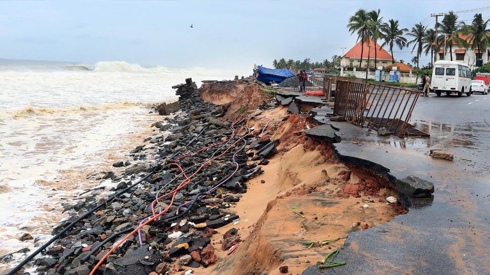 केरल-कर्नाटक-गोवा में भयंकर तबाही मचाने के बाद Gujarat की ओर बढ़ रहा Cyclone Tauktae, अब तक 6 की मौत