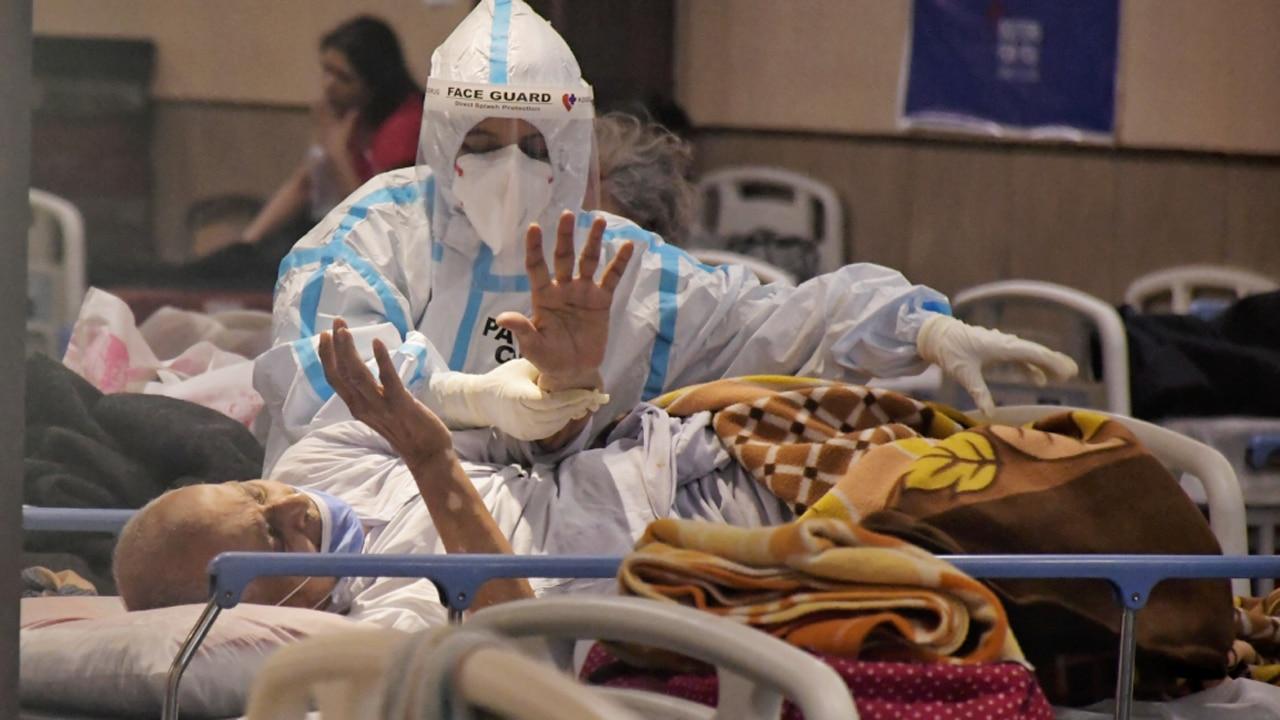Covid-19 Updates: 26 दिनों बाद आए कोराना के सबसे कम मामले, 24 घंटे में 2.81 लाख नए केस और 4 हजार से ज्यादा मौत