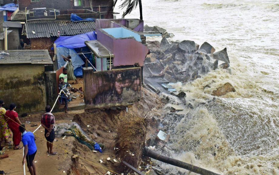 Tauktae Cyclonic हुआ विनाशकारी, शाम तक Gujarat पहुंचने का अनुमान; Maharashtra में भारी बारिश का अलर्ट