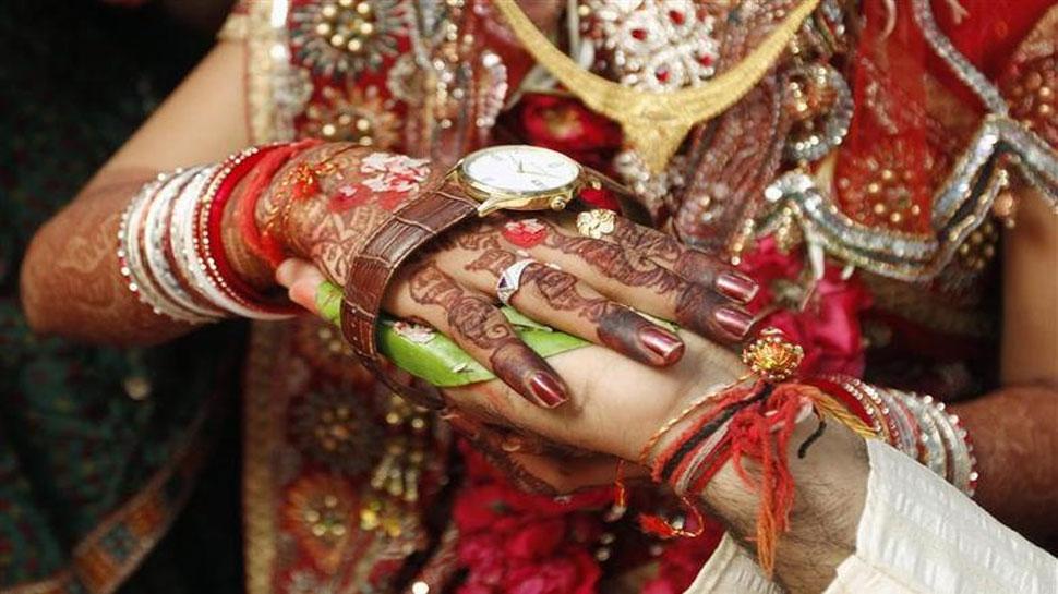Uttar Pradesh: दुल्हन से शादी करने बारात लेकर एक साथ पहुंचे दो दूल्हे, जानें फिर क्या हुआ