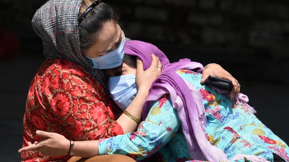 Covid-19 Updates: कोरोना संक्रमण से मौत के सारे रिकॉर्ड टूटे, पिछले 24 घंटे में 4329 लोगों ने गंवाई जान; नए केस में आई कमी