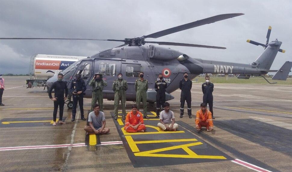 चक्रवात तौकते: नौसेना ने तूफान में फंसे बजरे पर सवार 146 लोगों को बचाया, अन्य की तलाश जारी