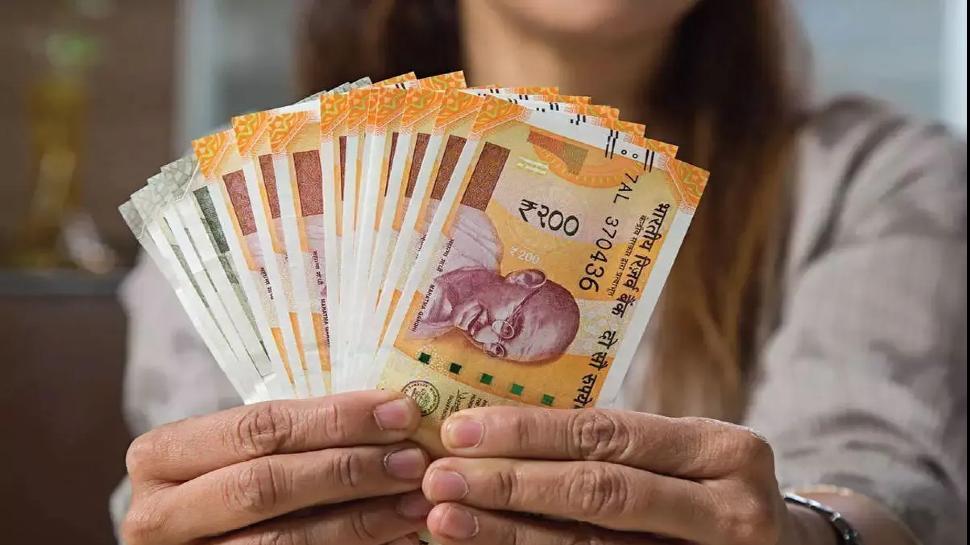 7th Pay Commission: केंद्रीय कर्मचारियों के खाते में 1 July से बढ़कर आएगी Salary, जानिए कितना होगा फायदा