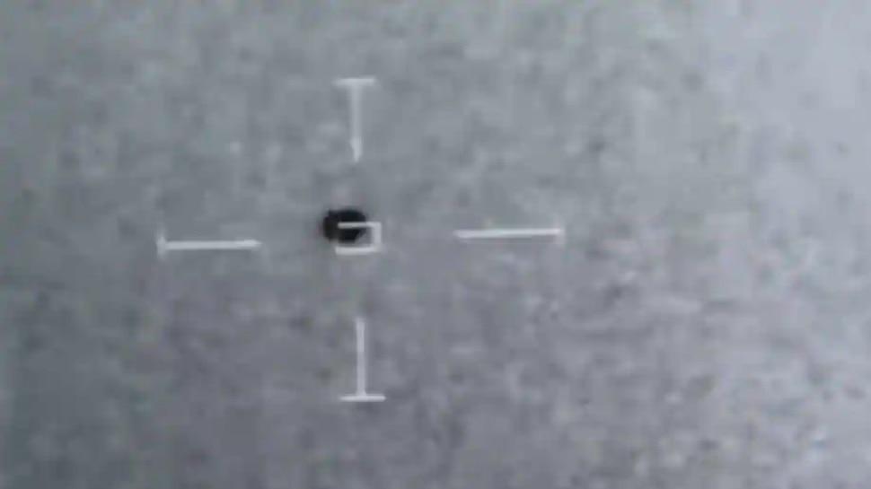 US Ship का पीछा कर रहे हैं UFO? देखें सैन्य रडार से लीक हुआ वीडियो