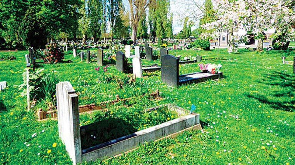 महिला के पास नहीं था आधार कार्ड, इसलिए पति के शव को कब्रिस्तान में भी नहीं मिली दो गज जमीन