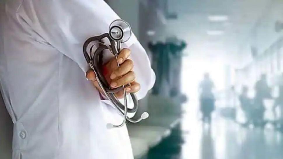 बेतिया में  स्वास्थ्य सेवाओं की हालत खस्ता! केंद्रों पर डॉक्टर नहीं, मरीज इलाज के लिए हाल-बेहाल