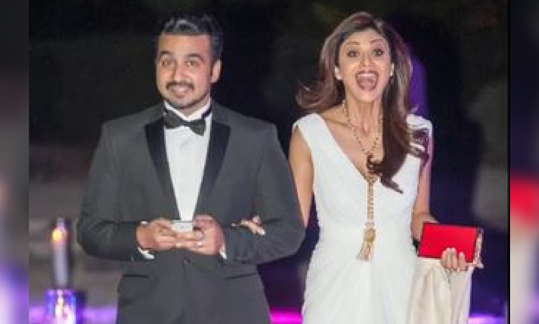 Shilpa Shetty Gets Romantic Birthday Surprise From Husband Raj Kundra | Aashiqui 2 के गाने के साथ पति Raj Kundra ने दिया बर्थडे सरप्राइज, खुशी से उछल पड़ीं Shilpa Shetty