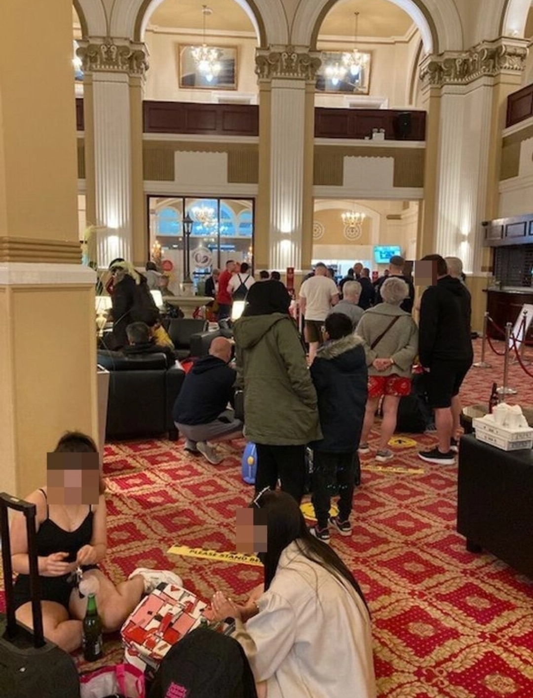 UK: man spent 12 hours queuing to check-in at Grand Hotel 4