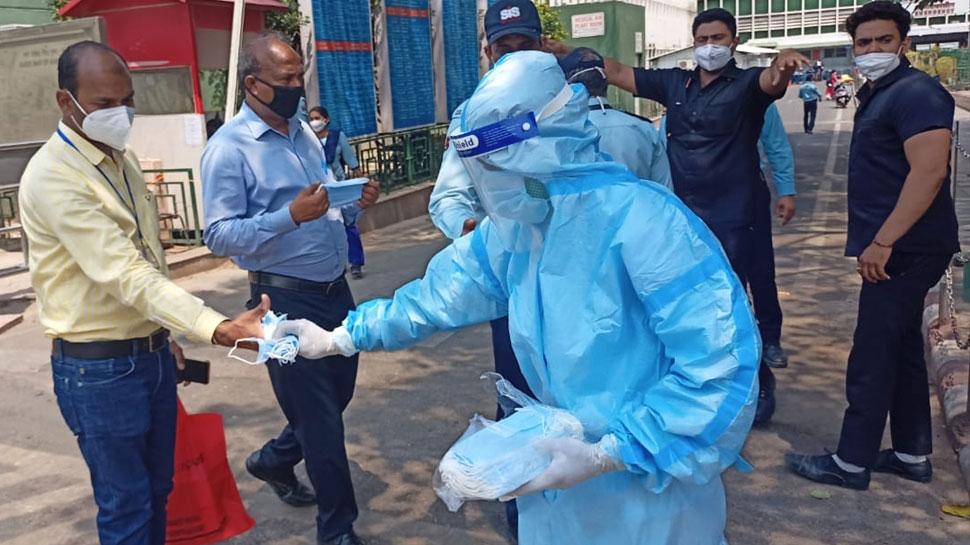 Corona Data India: बीते 24 घंटे में देश में कोरोना संक्रमण के 84,332 नए केस, Health Ministry के मुताबिक 4002 की मौत